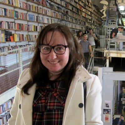 La historia de las máquinas expendedoras de libros. Raquel C. Pico en Librópatas